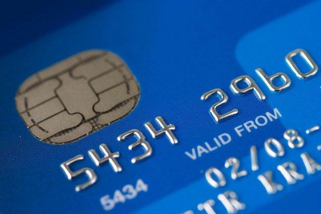 niebieska karta płatnicza z chipem